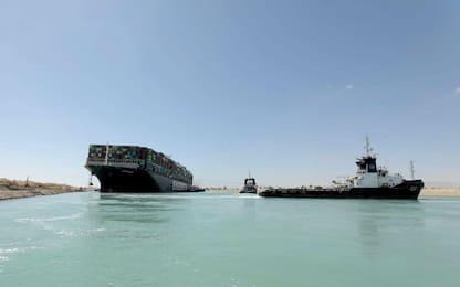 Canale Suez, liberata la nave portacontainer: riprende il traffico