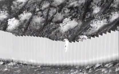 Usa, 2 bambini lanciati e abbandonati al di là del muro col Messico