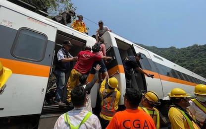 Taiwan, almeno 51 morti nel deragliamento di un treno