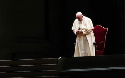 In Piazza San Pietro la Via Crucis con Papa Francesco. LE FOTO