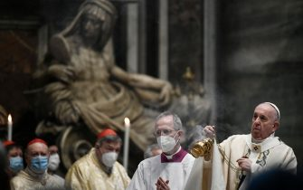 Pope Francis celebrates Easter Mass on April 04, 2021 at St. Peter's Basilica in The Vatican during the Covid-19 coronavirus pandemic. (Photo by Filippo MONTEFORTE / POOL / AFP) (Photo by FILIPPO MONTEFORTE/POOL/AFP via Getty Images)