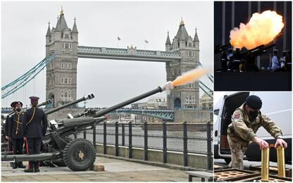 Principe Filippo, l'omaggio coi cannoni a salve: da Londra a Canberra