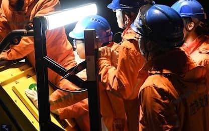 Cina, 21 minatori bloccati in una miniera allagata