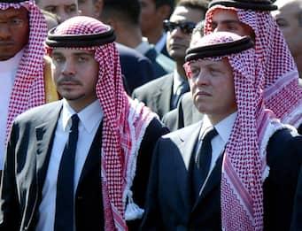 Giordania, re Abdallah in pubblico con il fratellastro Hamzah