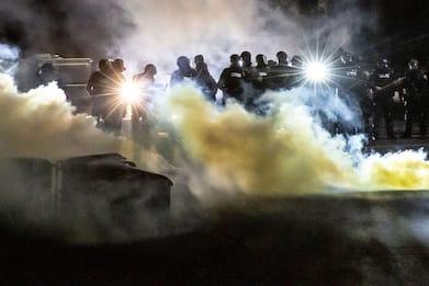 Usa, poliziotto uccide ragazzo di colore a Minneapolis: nuove proteste