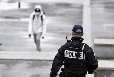 Parigi, spari davanti a un ospedale: un uomo ucciso e una donna ferita