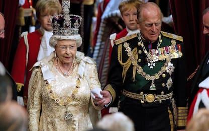 """Regina Elisabetta al """"lavoro"""" 4 giorni dopo morte del principe Filippo"""
