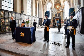 epa09140961 A view during a ceremony for Britain's late Prince Philip, Duke of Edinburgh, at the Riddarholmen Church in Stockholm, Sweden, 17 April 2021. Prince Philip's Royal Order of the Seraphim shield is placed in the church during a one hour bell-ringing. Prince Philip was made a Knight of the Order of the Seraphim by King Gustaf VI Adolf in 1954. Britain's Prince Philip, the Duke of Edinburgh, has died on 09 April 2021 aged 99 and his funeral will take place today in Windsor.  EPA/JESSICA GOW SWEDEN OUT
