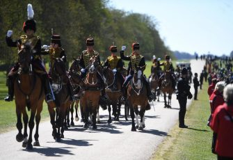 epa09141114 The Kings Troop Royal Horse Artillery arrive on the Long Walk to Windsor Castle following the passing of Britain's Prince Philip, in Windsor, Britain, 17 April 2021. Britain's Prince Philip, the Duke of Edinburgh, has died on 09 April 2021 aged 99 and his funeral will take place in Windsor on 17 April.  EPA/NEIL HALL