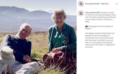 Principe Filippo, la regina Elisabetta lo ricorda con una foto inedita