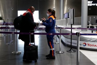 epa08989687 A traveller talks to a member of Civil Protection as he arrives for a COVID-19 test at Paris Charles de Gaulle airport in Roissy near Paris, France, 05 February 2021, as France closed borders to travelers outside European Union due to restrictions against the spread of the coronavirus disease (COVID-19).  EPA/GONZALO FUENTES / POOL  MAXPPP OUT