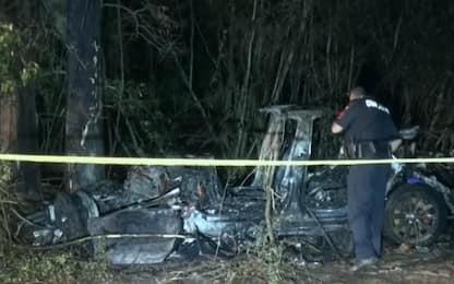 Tesla, incidente su auto senza conducente: morte due persone a Houston