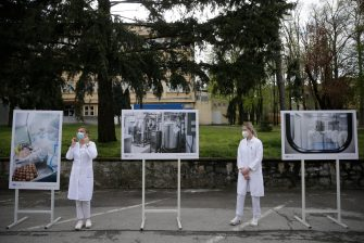 """epa09136695 Members of the staff at the Institute of Virology, Vaccines and Sera """"Torlak"""" pose before an inspection of the Institute in Belgrade, Serbia, 15 April 2021. Serbia has become the first country in Southern Europe to produce the Sputnik V at the """"Torlak"""" Institute, a vaccine registered in 60 countries for use against Covid-19.  EPA/ANDREJ CUKIC"""
