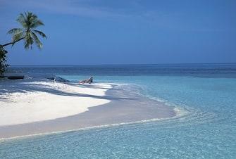 UNSPECIFIED - CIRCA 2004:  Maldives - North Male Atoll - Island of Ihuru - Beach.  (Photo By DEA / G. SOSIO/De Agostini via Getty Images)