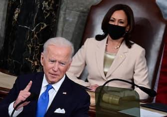 epa09166293 US President Joe Biden addresses a joint session of Congress as US Vice President Kamala Harris looks on at the US Capitol in Washington, DC, USA, 28 April 2021.  EPA/JIM WATSON / POOL