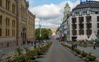 NORWAY - 2015/07/12: Karl Johans Gate street scene in Oslo, Norway with royal palace in the background. (Photo by Wolfgang Kaehler/LightRocket via Getty Images)