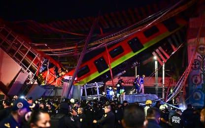 Città del Messico, crolla ponte al passaggio metro: almeno 23 morti