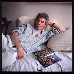 Morto Patrick O'Connell, creatore del nastrino rosso anti Aids