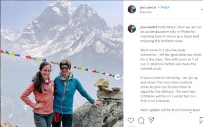 Scala l'Everest con la madre dopo un cancro: la storia di Jess Wedel