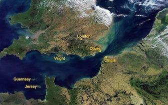 Un'immagine del Canale della Manica tratta da Wikipedia. Il ministro degli Esteri britannico Boris Johnson ha rilanciato l'idea di costruire un ponte che colleghi Inghilterra e Francia nel punto più stretto, tra Dover e Calais, su una distanza di circa 35 chilometri. 19 gennaio 2018. ANSA/ WIKIPEDIA +++ NO SALES - EDITORIAL USE ONLY+++