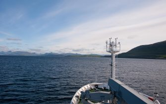 """Da oggi al 31 luglio nave Alliance, unità da ricerca scientifica della Marina militare, sosterà nella città norvegese di Tromso, ultima tappa della campagna """"High North 17"""" svoltasi nel mar Glaciale Artico, a sud delle isole Svalbard. Con la Campagna High North 17 la Marina militare e l'Istituto Idrografico ritornano nei mari dell'Artico per condurre delle ricerche scientifiche dopo 89 anni dalle imprese del Comandante Nobile. La campagna High North 2017 ha come scopo lo """"studio dei cambiamenti climatici nella regione polare per contribuire al progresso scientifico della comunità internazionale, interessata alle problematiche inerenti la regione artica"""". Si tratta di un progetto che riunisce i principali enti di ricerca nazionali, come il Cnr (Consiglio Nazionale delle Ricerche), l'Ogs (Istituto Nazionale di Oceanografia e Geofisica Sperimentale), l'Enea (Agenzia Nazionale per le nuove tecnologie l'energia e lo sviluppo economico sostenibile) e i ricercatori internazionali del Centre for Maritime Research and Experimentation (Nato Cmre) della Spezia, sotto il coordinamento logistico e scientifico dell'Istituto Idrografico della Marina (Iim), 27 luglio 2017.ANSA/UFFICIO STAMPA MARINA MILITARE     ++NO SALES, EDITORIAL USE ONLY++"""
