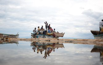 epa05962529 Fishermen board a boat in readiness of a long night of fishing on the Lake Malawi's shore about 200 km out of the commercial capital Blantyre, Malawi, 13 May 2017. Many people earn their living by either catching or selling fish from the lake .  EPA/AARON UFUMELI