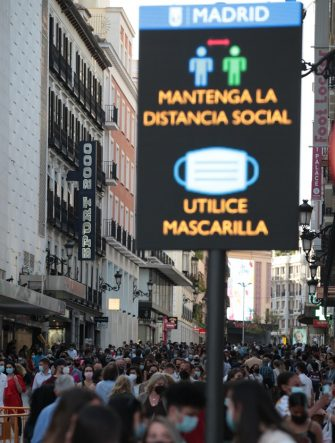 Madrid, Spain, 08.05.2022.- Puerta del Sol. The state of alarm is withdrawn at the first minute of 09.05.2021 in Spain, and with it measures that have been applied for six months, each Autonomous Community adapts its measures to its situation, in Madrid the curfew from 00:00 to 6:00 a.m. Madrid will regain a certain normality, although it will continue to maintain restrictive measures to prevent the spread of infections, given that the pandemic continues, the use of masks is still mandatory, both inside public spaces. From Sunday, the hotel and restaurant establishments will be able to close at midnight. The last client will be accepted at 11pm. The capacity remains the same as now: a maximum of 4 people per table inside and 6 outside. And consumption at the bar continues to be prohibited. Capacity limitations are maintained in cinemas, theaters, auditoriums, museums and monuments, up to 75 percent. But its closing time is prolonged, until 00.00 hours. It is still mandatory to keep a free seat between people or groups who buy their tickets together. In the case of shops, their capacity continues as before: limited to 75 percent. As for the opening hours, they are allowed to remain in operation for one more hour: from 6 am to 11 pm. Foto: Juan Carlos Rojas | usage worldwide