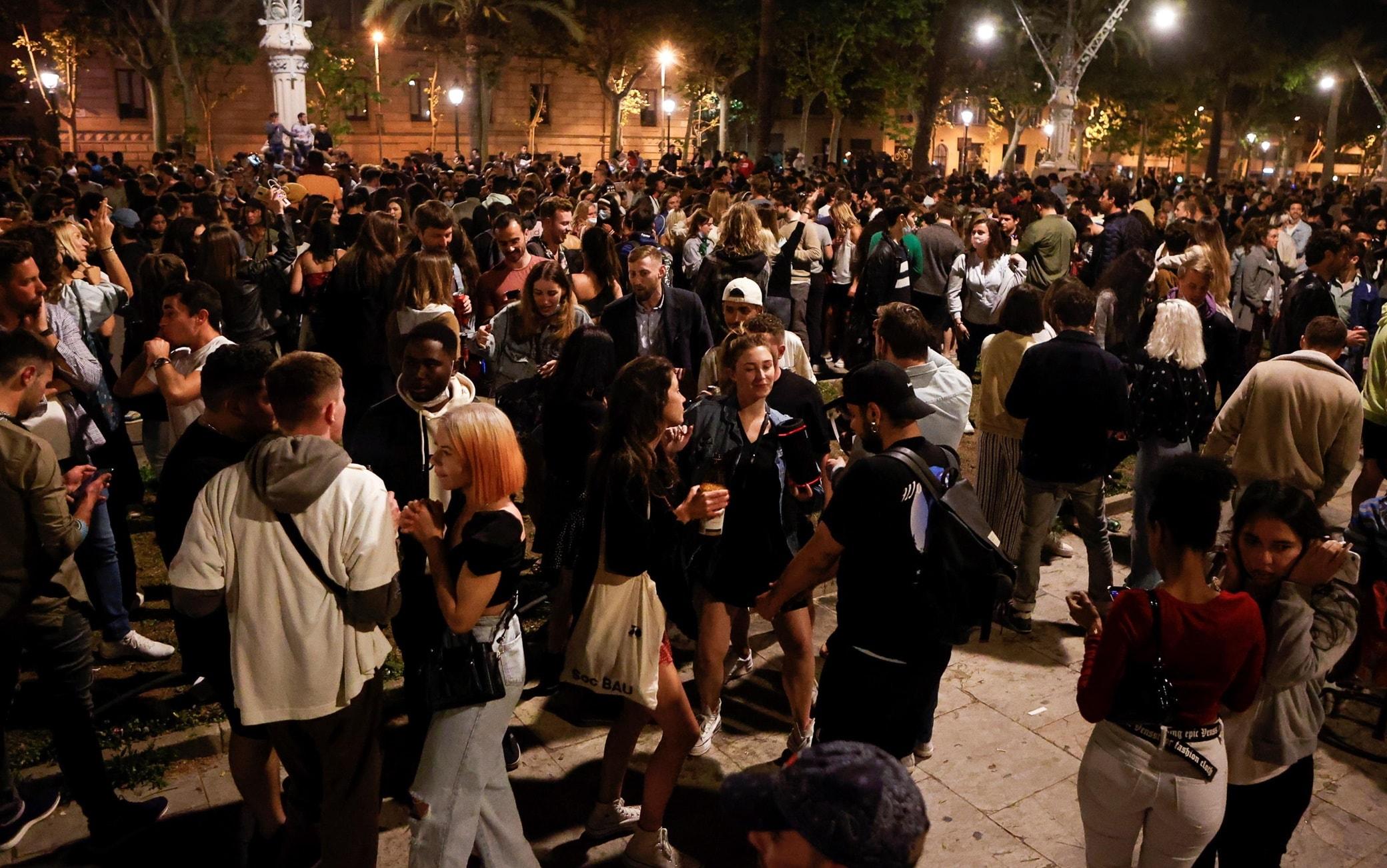Covid, in Spagna revocato lo stato di emergenza: via il coprifuoco e le  restrizioni. FOTO | Sky TG24