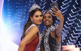 HOLLYWOOD, FLORIDA - MAY 16: Miss Universe 2021 Andrea Mesa and Miss Universe 2019 Zozibini Tunzi take a selfie onstage at the Miss Universe 2021 Pageant at Seminole Hard Rock Hotel & Casino on May 16, 2021 in Hollywood, Florida. (Photo by Rodrigo Varela/Getty Images)