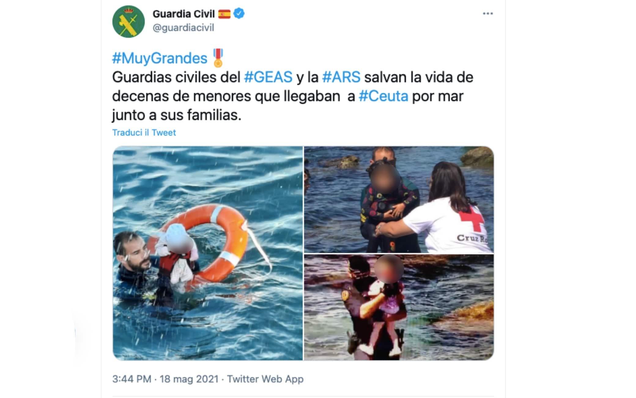 Agenti della Guardia Civil salvano alcuni bambini durante l'emergenza migratoria a Ceuta