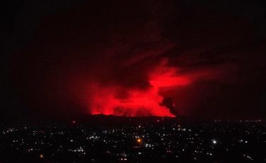 epa09221616 A general view of erupting Mount Nyiragongo over Goma, Democratic Republic of the Congo, 22 May 2021. One of the planets most active volcanoes Mount Nyiragongo in eastern Democratic Republic of Congo erupted causing evacuations in some parts of Goma. Initial reports from scientists predict the city is not in danger from the lava.  EPA/HUGH KINSELLA CUNNINGHAM
