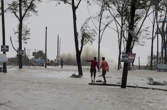 epa09228321 A flooded coastal area as Cyclone Yaas makes landfall in Digha, near the Bay of Bengal, south of Kolkata, India, 26 May 2021. The Odisha and Bengal governments started the evacuation of at-risk areas, as Cyclone Yaas hits the eastern coast of India.  EPA/PIYAL ADHIKARY
