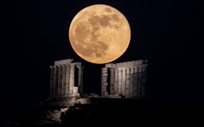 Torna la Superluna, doppio spettacolo con l'eclissi totale. FOTO