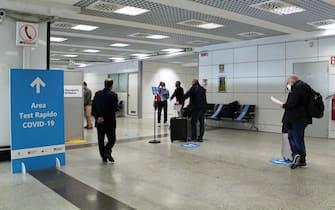 """L'aeroporto di Fiumicino sarà il primo scalo in Europa ad attivare corridoi sanitari sicuri con voli """"covid-tested"""" tra Roma e alcune destinazioni negli Stati Uniti."""