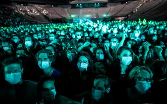 epaselect epa09235333 Concert-gowers wearing protective face masks attend the first test-concert organized by the AP-HP (Paris' Hospital group) gathering a 5000-strong crowd for a DJ set by French DJ Etienne de Crecy and French pop band Indochine, at AccorArena in Paris, France, 29 May 2021. All 5000 spectattors had to submit to a covid19 test prior to the concert, and send in a self-test after the event, in a bid to test the sanitary protocols put in place for concert events.  EPA/IAN LANGSDON