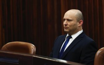 epa09242324 Yamina party leader Naftali Bennett looks on during a special session of the Knesset whereby Israeli lawmakers elect a new president, at the plenum in the Knesset, Israel's parliament, in Jerusalem, Israel, 02 June 2021.  EPA/RONEN ZVULUN / POOL