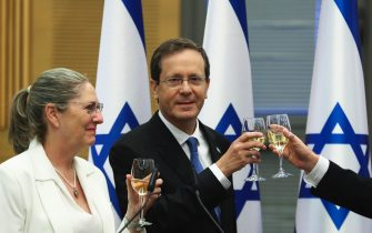 epa09242613 President-elect Isaac Herzog and his wife Michal celebrate after a special session of the Knesset whereby Israeli lawmakers elected the new president, at the Knesset, Israel's parliament, in Jerusalem, 02 June 2021.  EPA/RONEN ZVULUN / POOL