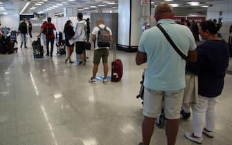 Una coda in aeroporto