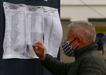 Elezioni in Perù, scrutinio presidenziali al 97%: Castillo in testa