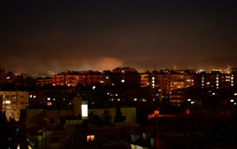 (210228) -- DAMASCUS, Feb. 28, 2021 (Xinhua) -- Smoke rises following an Israeli missile attack in Damascus, Syria, on Feb. 28, 2021. A fresh Israeli missile attack targeted positions in the vicinity of Damascus on Sunday night, state TV reported. (Photo by Ammar Safarjalani/Xinhua) - Ammar Safarjalani -//CHINENOUVELLE_chine6716/2103010832/Credit:CHINE NOUVELLE/SIPA/2103010834