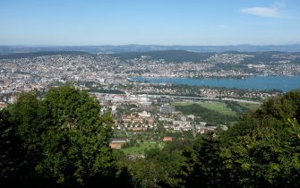 The city of Zurich with a view of Lake Zurich, taken from the Uetliberg lookout in Zurich, Switzerland, 14 August 2016. Photo: Bernd Weissbrod/dpa  - NO WIRE SERVICE-
