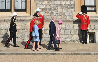 WINDSOR, ENGLAND - JUNE 13: Queen Elizabeth II (R), US President Joe Biden (C) and US First Lady Dr Jill Biden (L) at Windsor Castle on June 13, 2021 in Windsor, England.  Queen Elizabeth II hosts US President, Joe Biden and First Lady Dr Jill Biden at Windsor Castle. The President arrived from Cornwall where he attended the G7 Leader's Summit and will travel on to Brussels for a meeting of NATO Allies and later in the week he will meet President of Russia, Vladimir Putin. (Photo by Samir Hussein - Pool/WireImage)