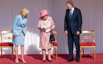 US First Lady Jill Biden (L) and US President Joe Biden (R) speak with Britain's Queen Elizabeth II (C) at the dais in the Quadrangle of Windsor Castle in Windsor, west of London, on June 13, 2021. - US president Biden will visit Windsor Castle late Sunday, where he and First Lady Jill Biden will take tea with the queen. (Photo by Arthur EDWARDS / POOL / AFP) (Photo by ARTHUR EDWARDS/POOL/AFP via Getty Images)