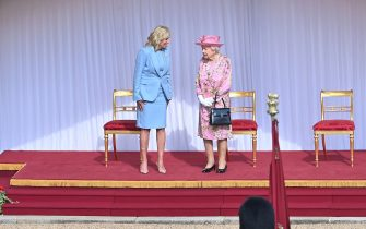WINDSOR, ENGLAND - JUNE 13: Queen Elizabeth II (R) and US First Lady Dr Jill Biden (L) at Windsor Castle on June 13, 2021 in Windsor, England.  Queen Elizabeth II hosts US President, Joe Biden and First Lady Dr Jill Biden at Windsor Castle. The President arrived from Cornwall where he attended the G7 Leader's Summit and will travel on to Brussels for a meeting of NATO Allies and later in the week he will meet President of Russia, Vladimir Putin. (Photo by Samir Hussein - Pool/WireImage)