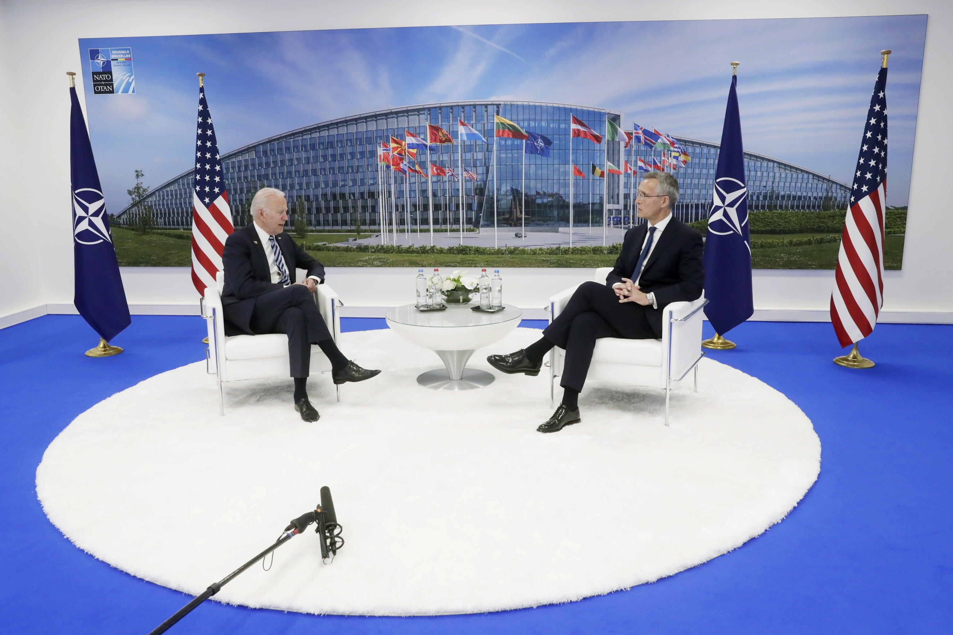 Biden e Stoltenberg in un incontro nella cornice del summit Nato a Bruxelles