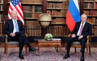 epa09275901 US President Joe Biden (L) and Russian President Vladimir Putin (R) during their meeting at the US - Russia summit at the Villa La Grange, in Geneva, Switzerland, 16 June 2021. US President Biden and Russian President Putin meet in Geneva on 16 June for face-to-face talks.  EPA/MIKHAIL METZEL/SPUTNIK/KREMLIN POOL / POOL MANDATORY CREDIT