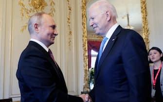 epa09275842 US President Joe Biden (R) and Russian President Vladimir Putin (L) shake hands during the US-Russia summit at the Villa La Grange, in Geneva, Switzerland, 16 June 2021.  EPA/MIKHAIL METZEL/SPUTNIK/KREMLIN / POOL MANDATORY CREDIT