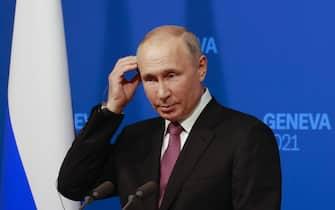 epa09276913 Russia's President Vladimir Putin holds a news conference after the U.S.-Russia summit with U.S. President Joe Biden at Villa La Grange in Geneva, Switzerland, Wednesday, 16 June 2021.  EPA/DENIS BALIBOUSE / POOL