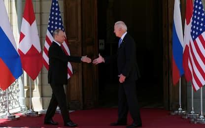 Biden-Putin, vertice a Villa La Grange: stretta di mano fra i due