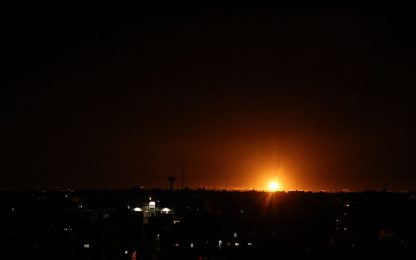 Lancio di palloni incendiari da Gaza, Israele risponde con raid